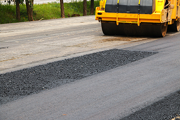 paving the asphalt road